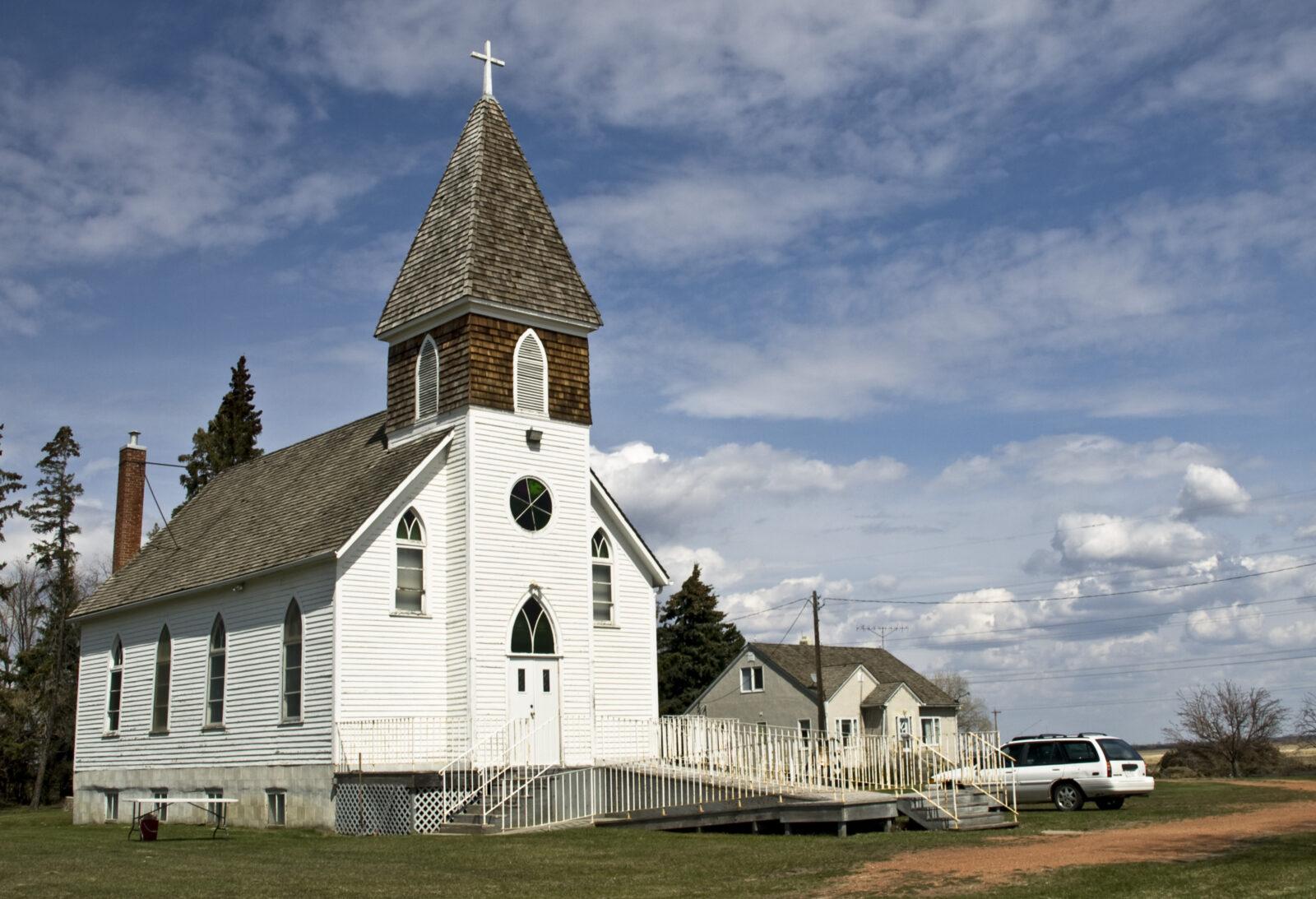 Вот чего валом повсеместно, это церквей...